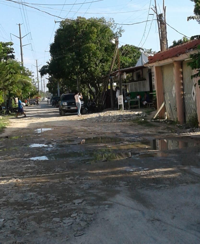 Munícipes de Boca Chica demandan arreglo de calles