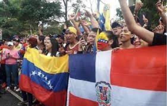 Venezolanos acuden para iniciar legalización