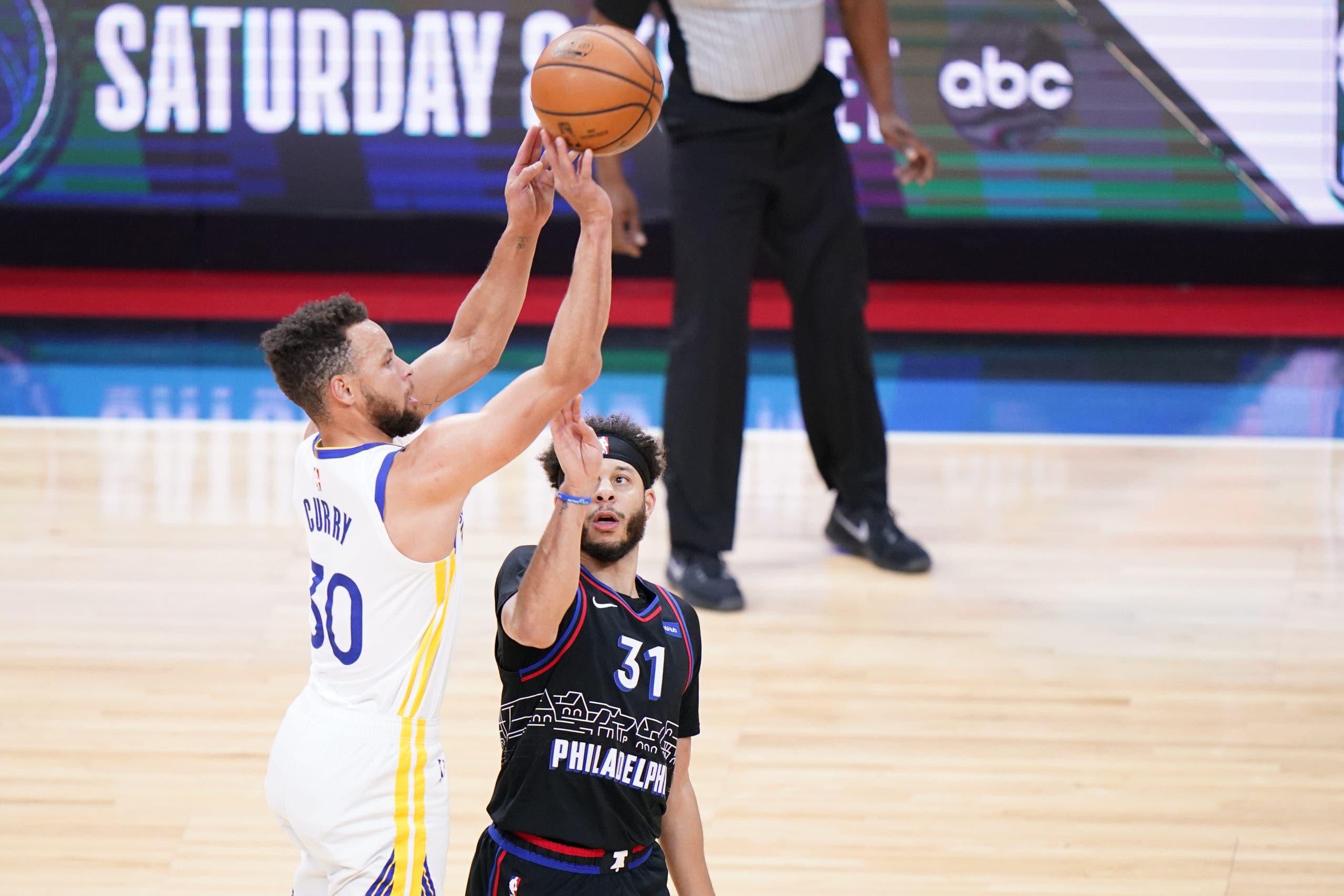 Stephen Curry haciendo historia en la NBA con triples