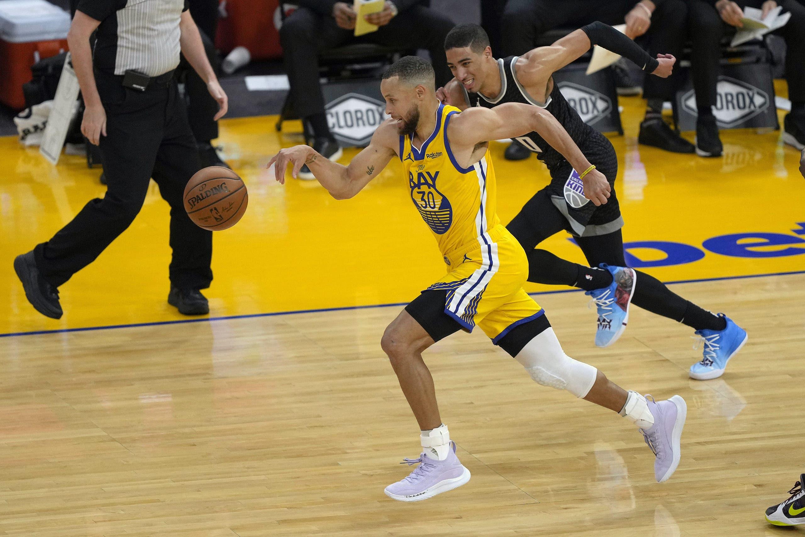 Stephen Curry bate un récord de la NBA con 85 triples en un mes
