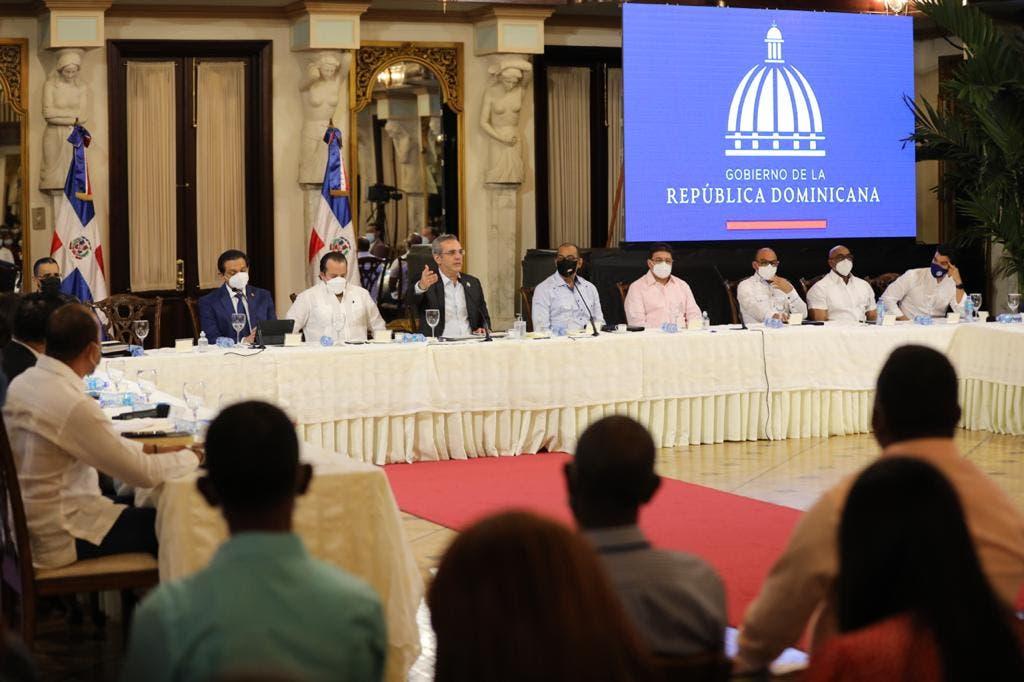 Abinader anuncia proyectos y mejoras en área de salud en San Juan de la Maguana