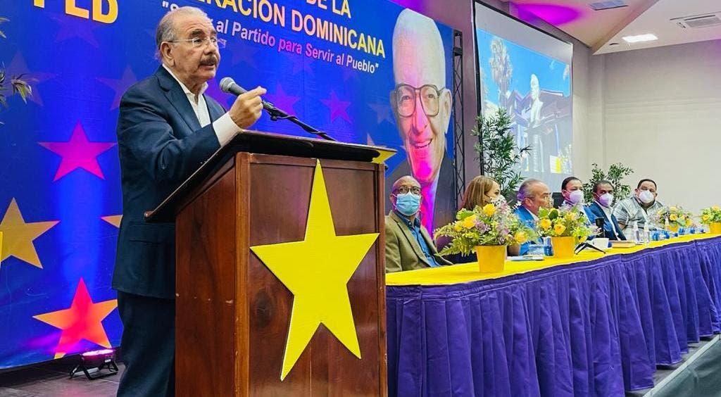 Danilo Medina llama a alcaldes a trabajar con transparencia y facilitar gobernabilidad