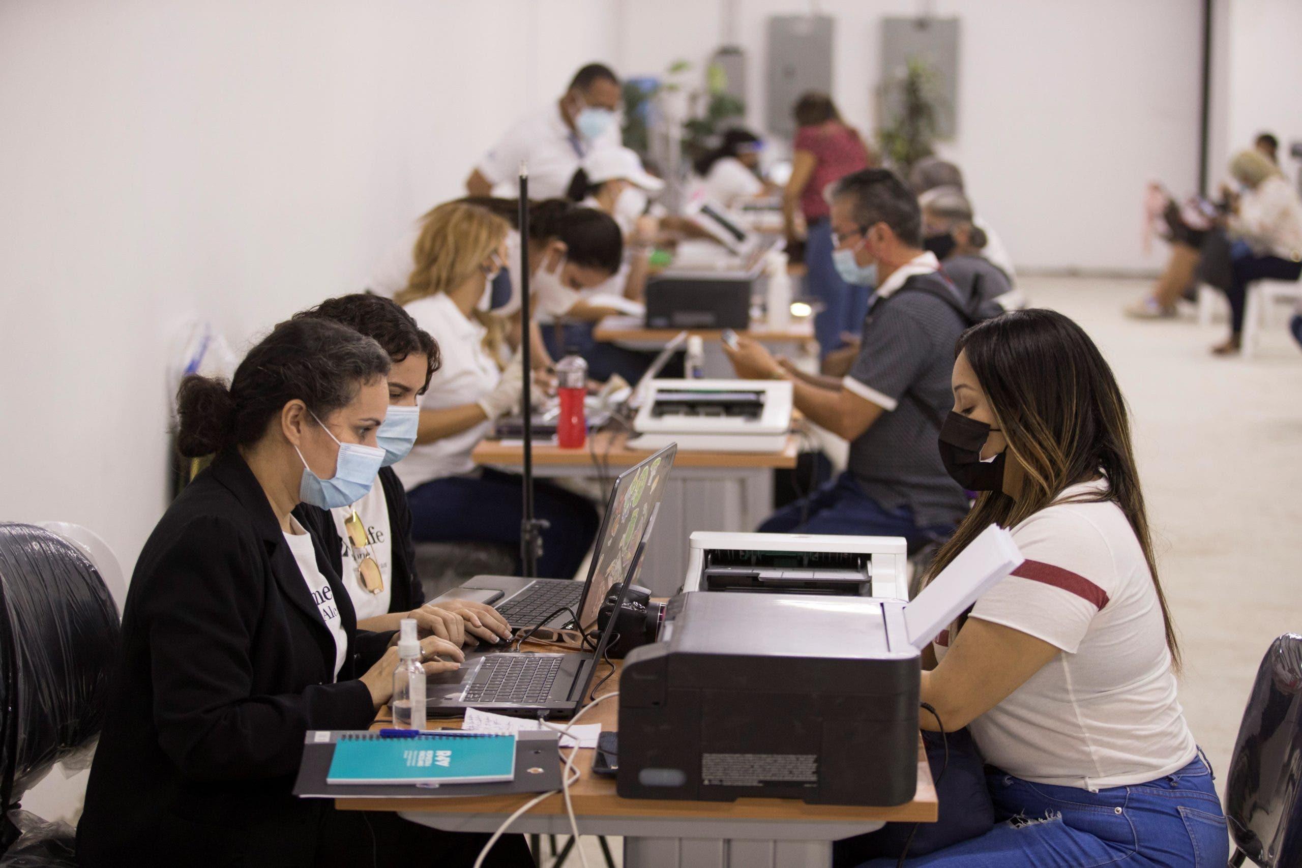 Venezolanos en RD podrán abrir cuentas bancarias con pasaportes vencidos