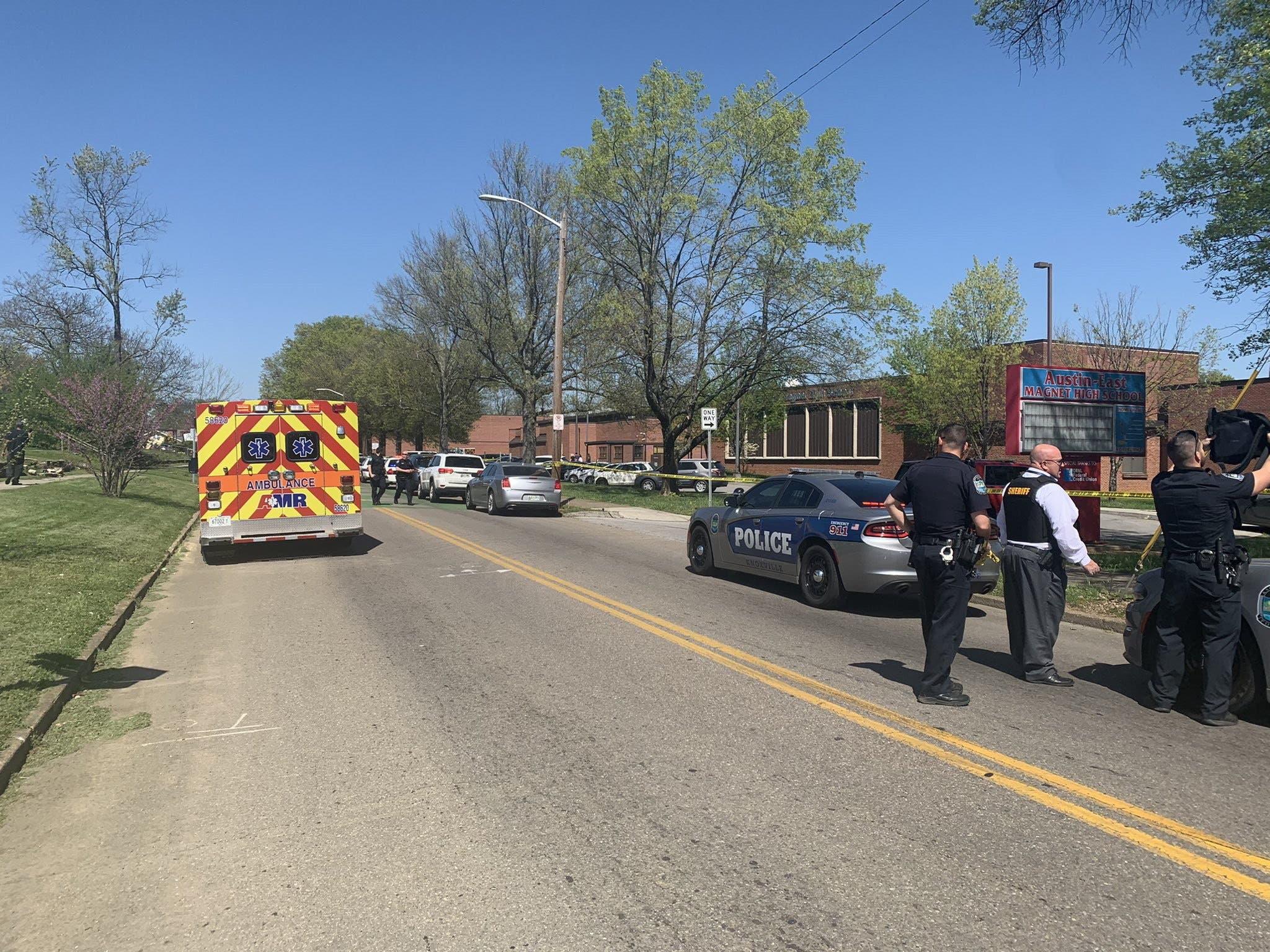 Tiroteo deja varias víctimas en una escuela secundaria de Tennessee, en EEUU