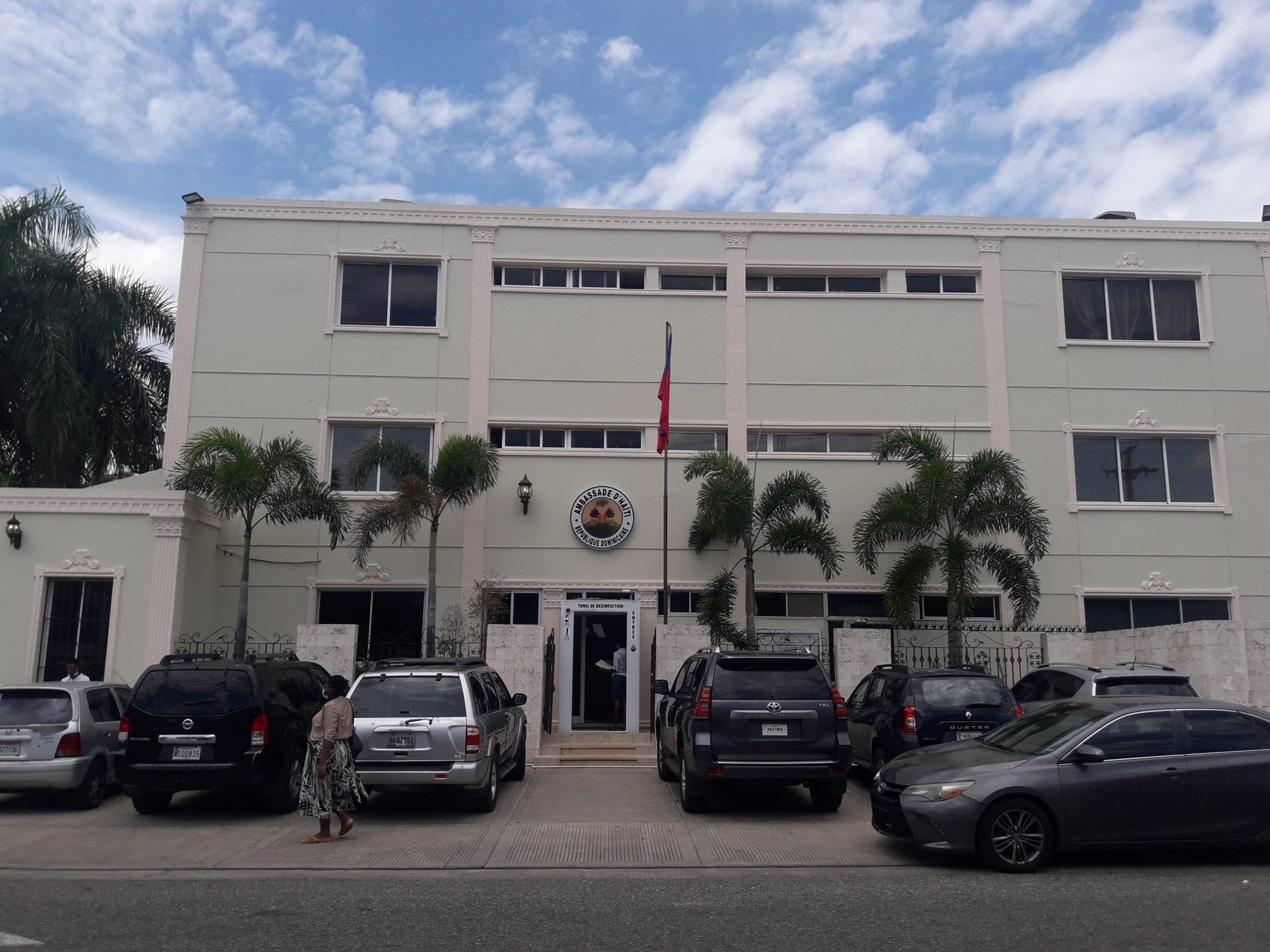 Embajada haitiana en Santo Domingo retoma labores consulares