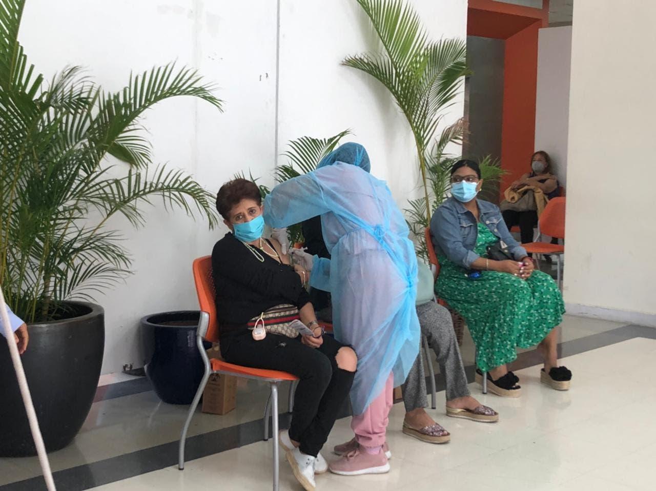 Centros de vacunación con escasa presencia