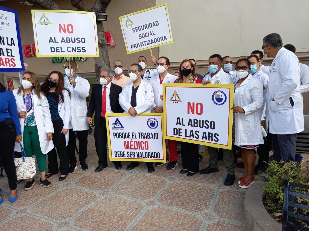 Médicos acatan paro 100% a ARS en Santiago
