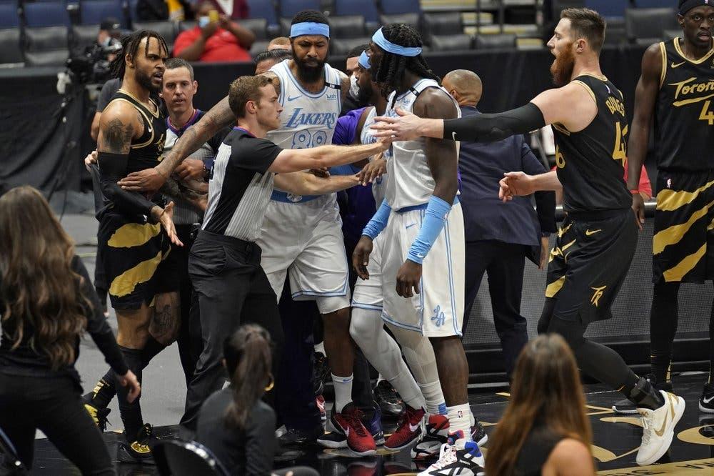 Varios suspendidos por protagonizar pelea en partido de Lakers vs Raptors
