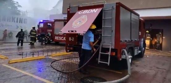 Incendio afecta las instalaciones de Plaza Naco