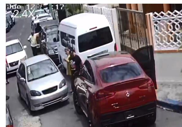 Dos hombres se enfrentan a tiros por discusión de tránsito