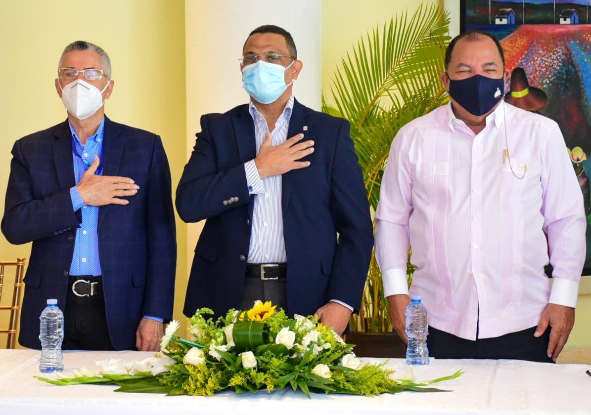 Ayuntamiento SDE y Bienes Nacionales inician entrega de títulos a 2,000 familias de Los Mina