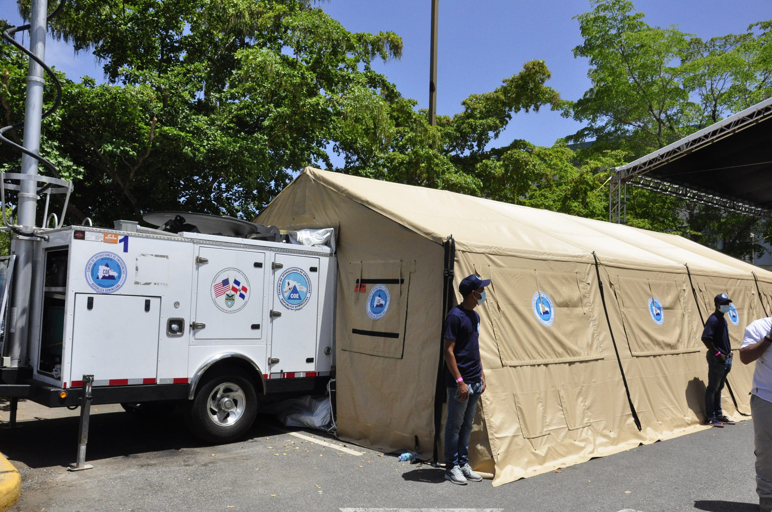 EE.UU dona a RD tres hospitales móviles y dos centros de operaciones móviles