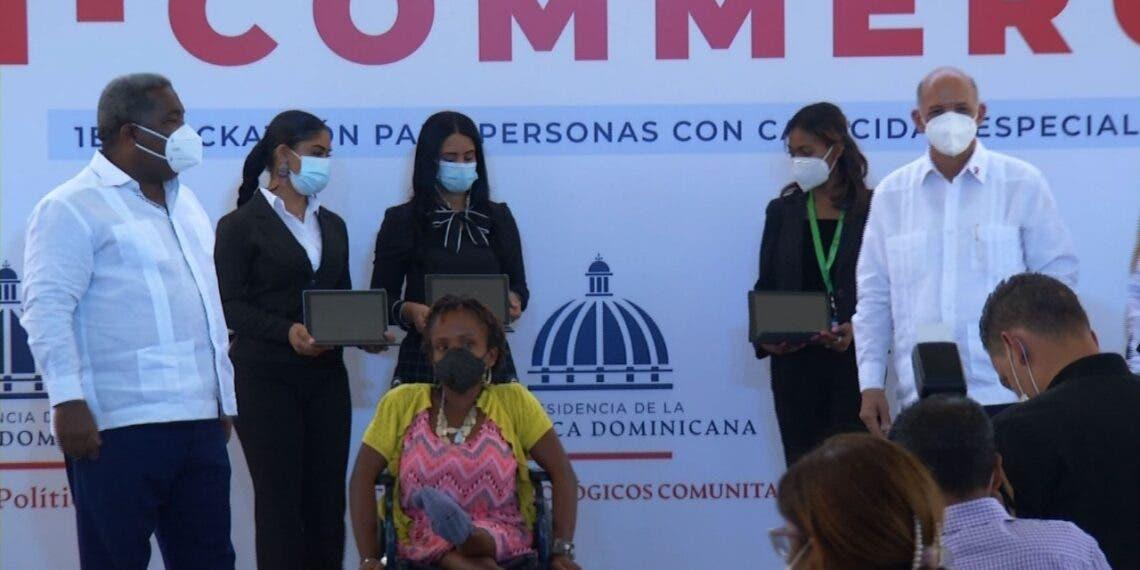 Centros Tecnológicos Comunitarios celebran el Hackathón Di-Commerce