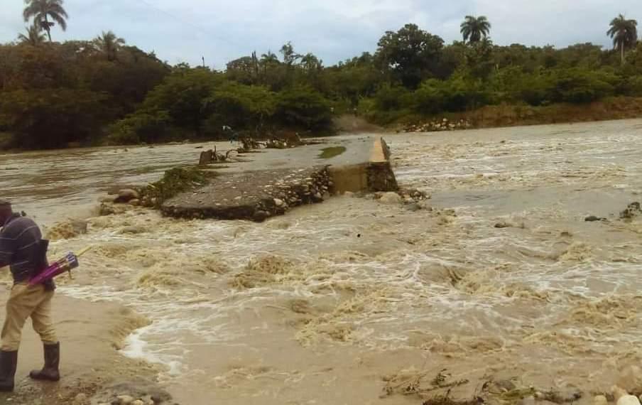 Lluvias dejan 16 comunidades incomunicadas; 18 provincias están bajo alerta