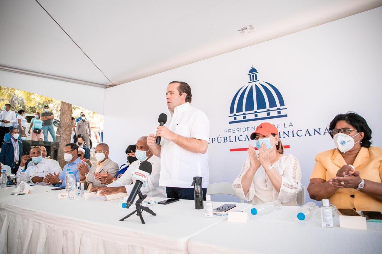 Gobierno entrega RD$40 millones para construcción de viviendas en Independencia