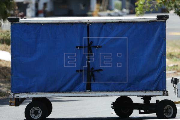 Llegan a El Salvador los restos de la migrante asesinada por policías en México