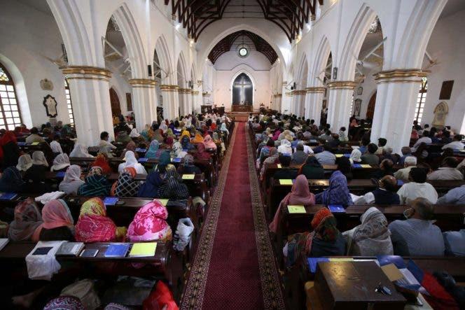 Cristianos celebran otro Viernes Santo marcado por el virus