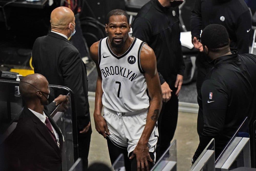 Kevin Durant deja el juego de los Nets en Miami por lesión en el muslo