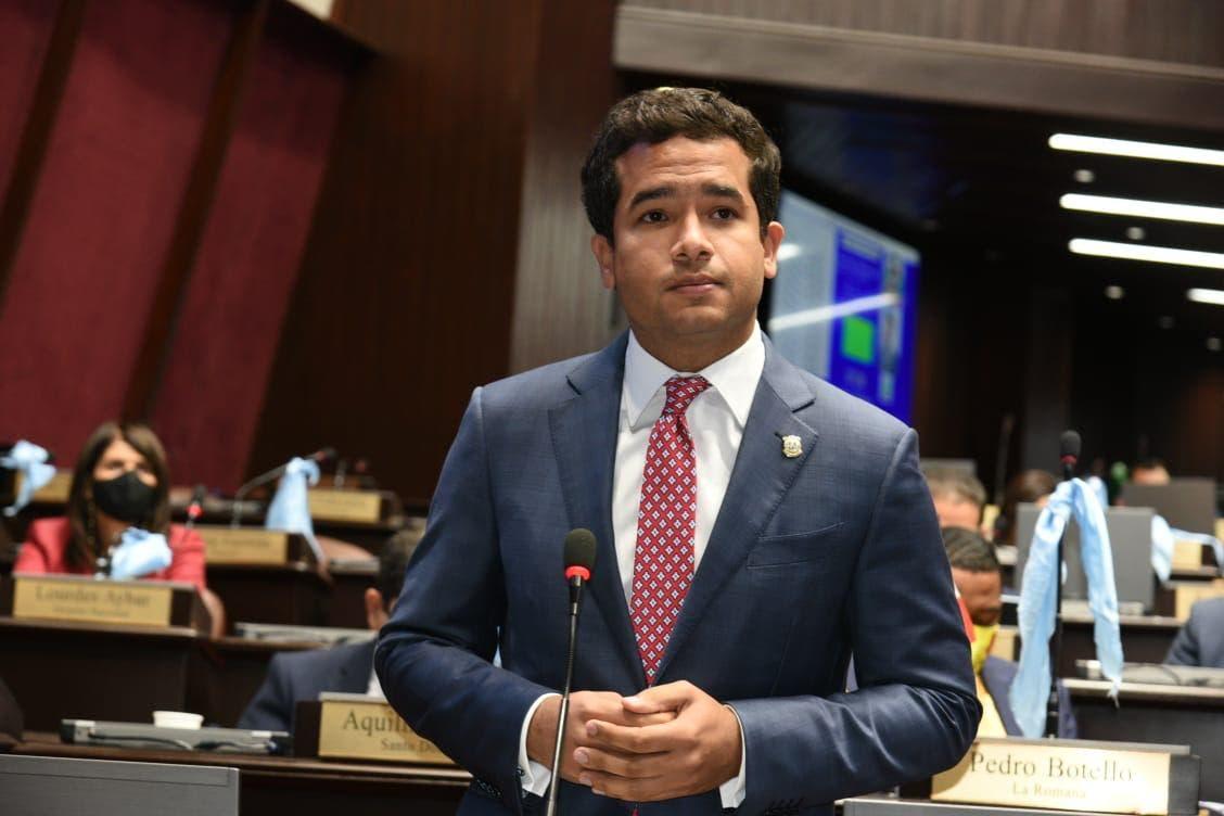 Omar Fernández dice estado de salud de doña Yolanda no ha empeorado