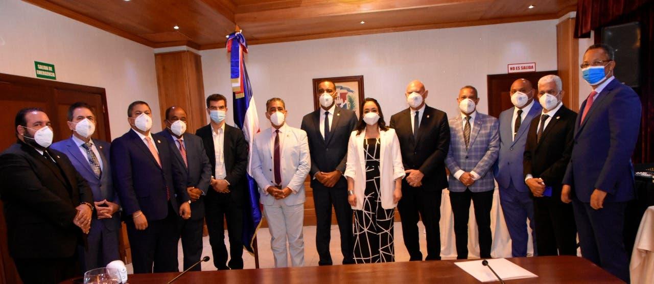 Adriano Espaillat visita al senador Carlos Gómez; para beneficio de dominicanos en EEUU