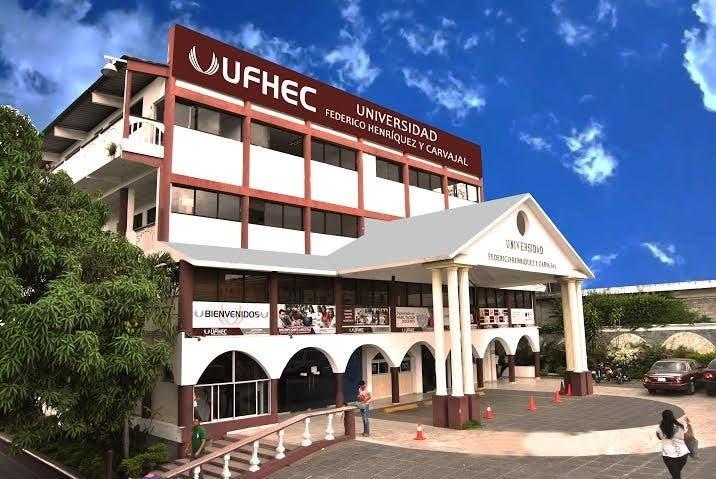 La UFHEC gradúa 1, 012 nuevos profesionales