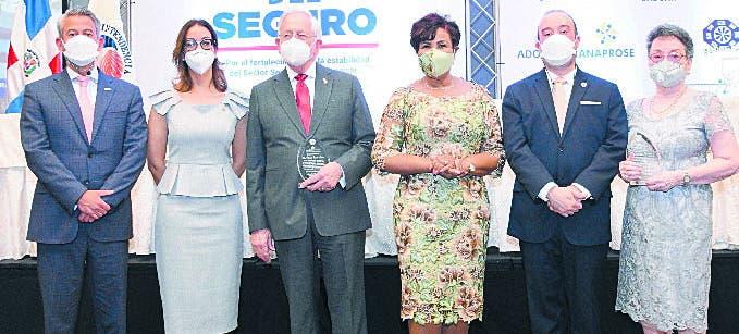 Josefa Castillo ofrece una recepción en  Día del Seguro