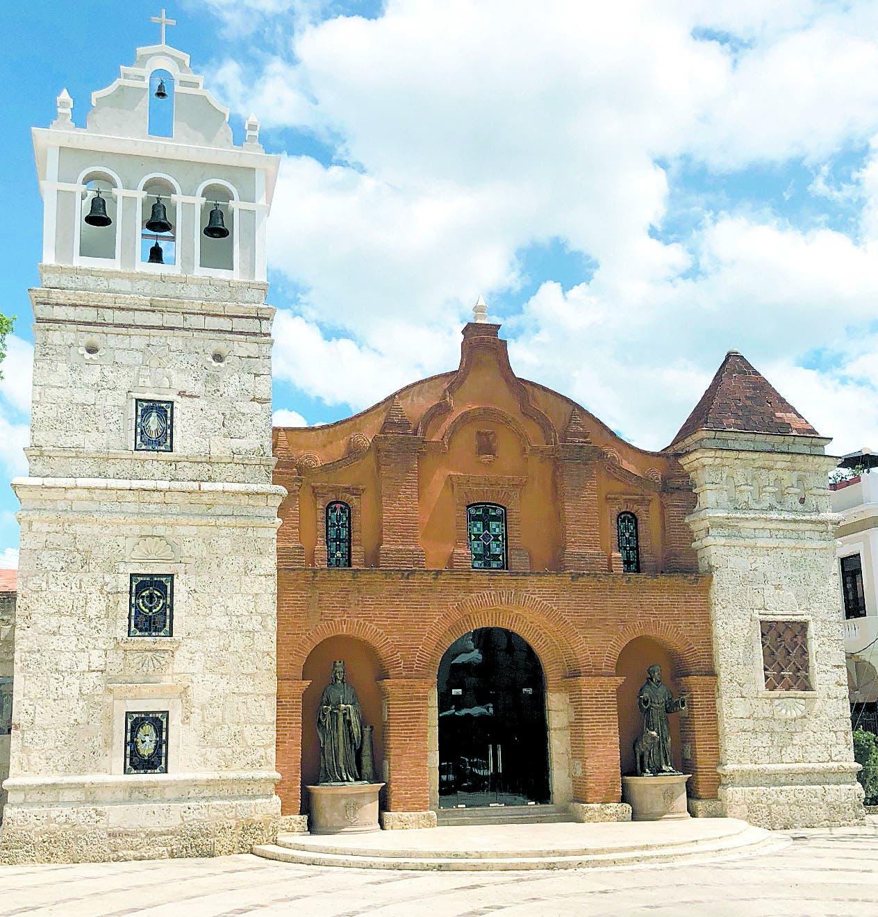Iglesia de Santa Bárbara, con  rica colección de imágenes