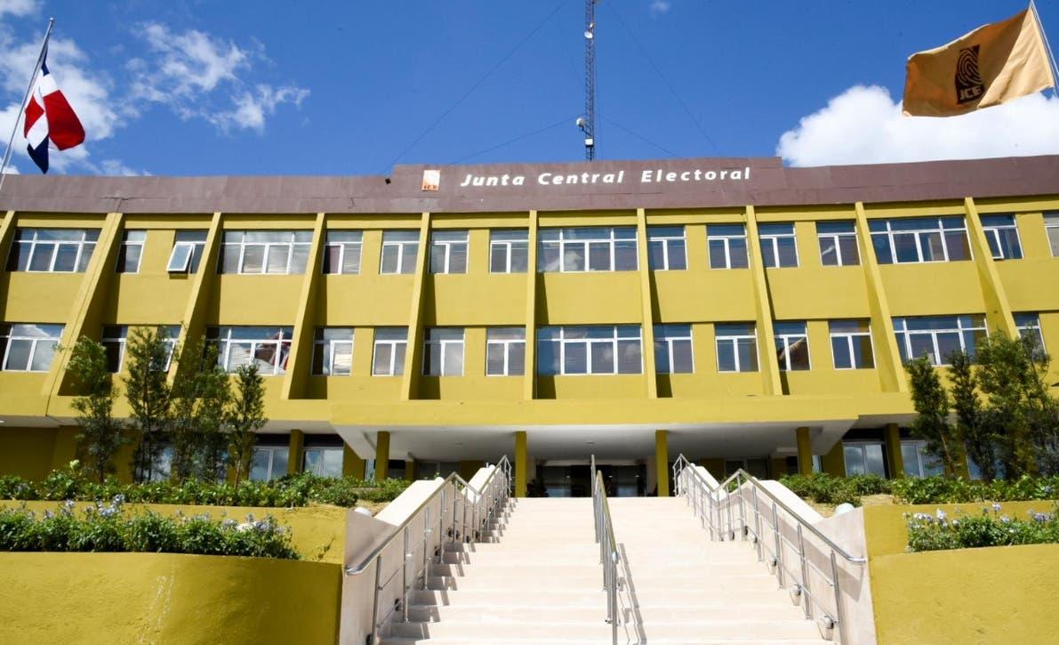 La JCE amplía horario laboral de centros de servicios y oficialías