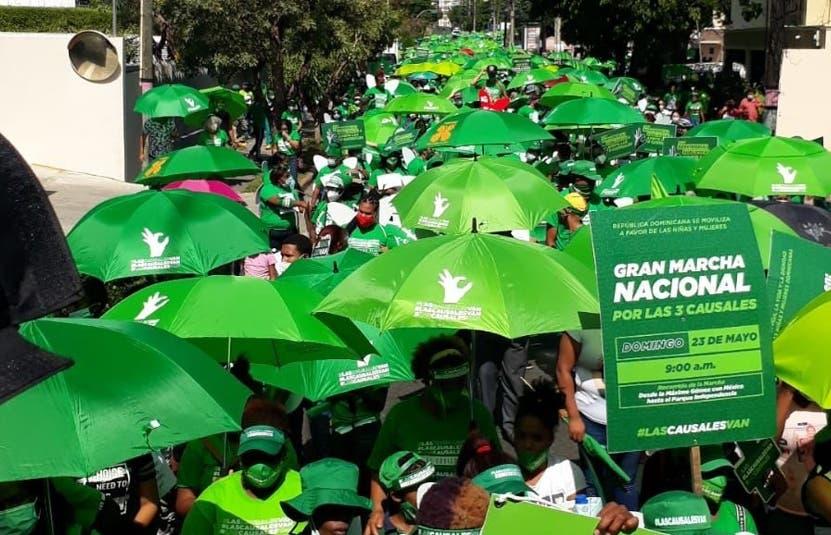 Activistas marchan y piden Código Penal incluya causales