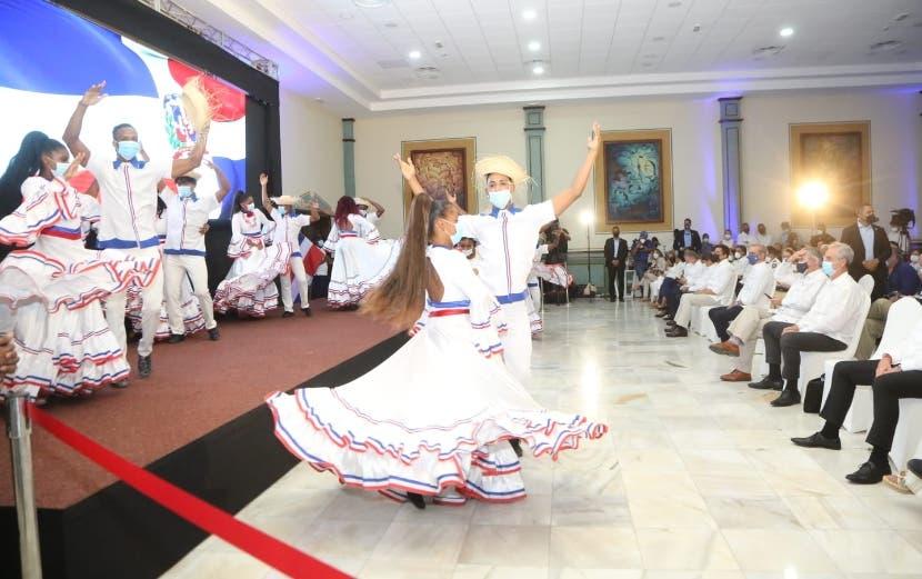 Luis Abinader asiste apertura de hotel creará 700 empleos