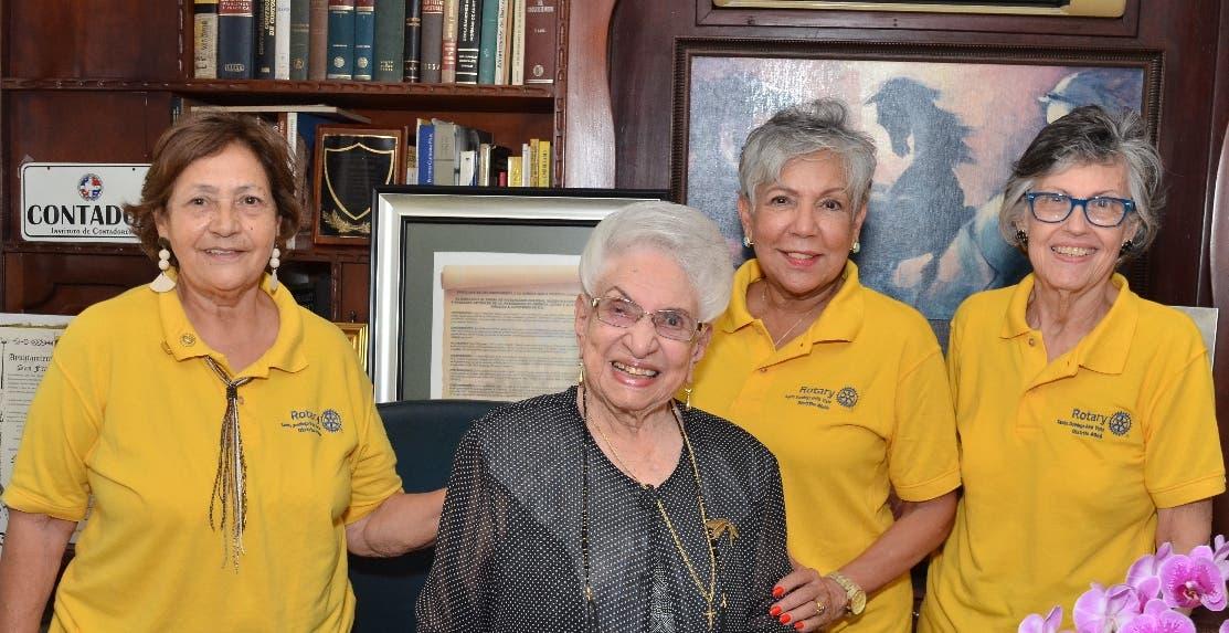 Club Rotario reconoce a María Cristina Camilo