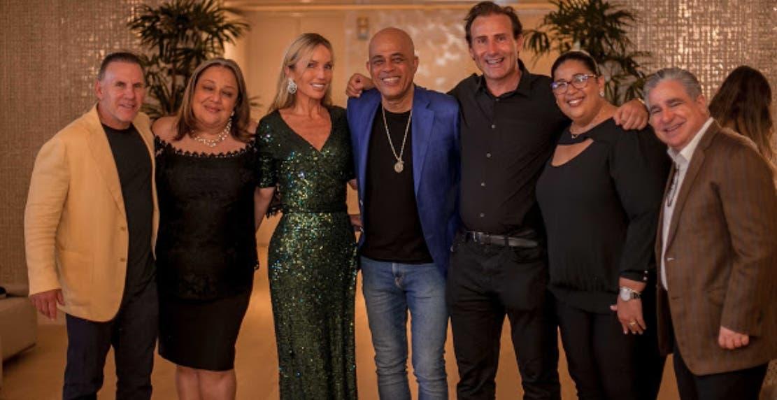 Nicolás Delrieu ofrece cena a Michel Martelly