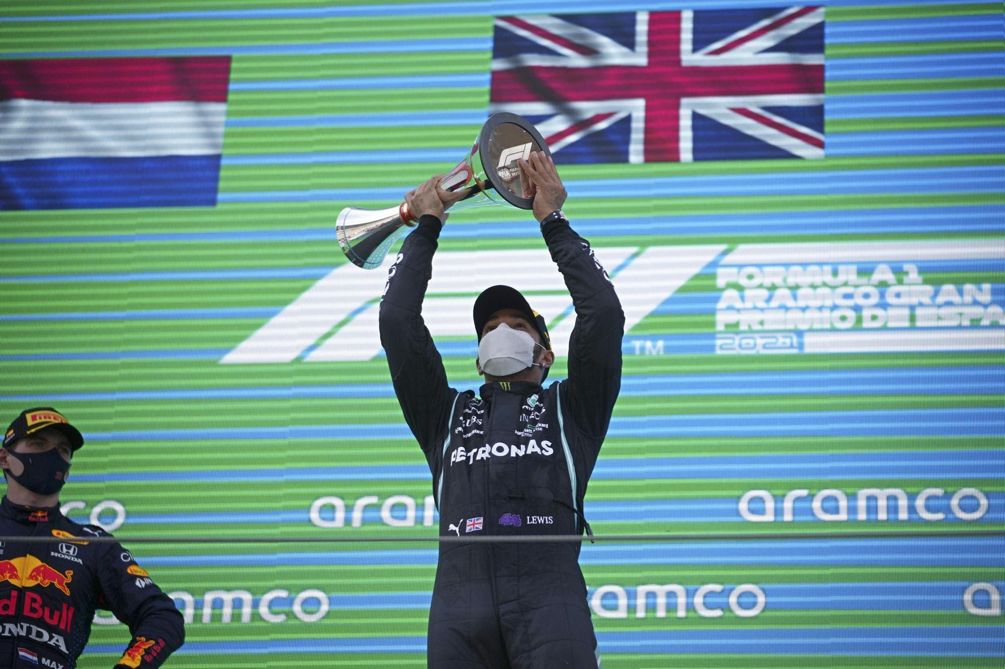 Hamilton supera a Verstappen en un vibrante GP de España