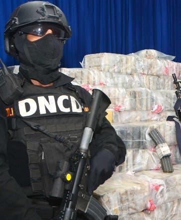 Peruano fue apresado por intentar entrar drogas al país