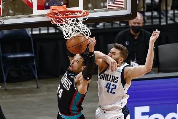 Morant y Brooks lideran paliza de Grizzlies a Mavericks