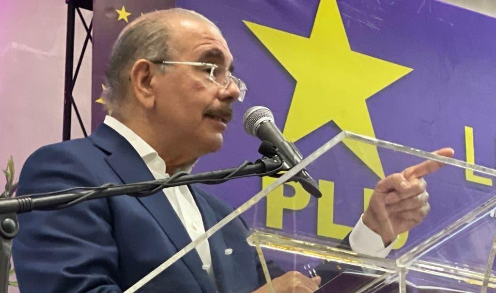 Danilo Medina advierte a dirigentes que «se acabó la vagancia» en el PLD