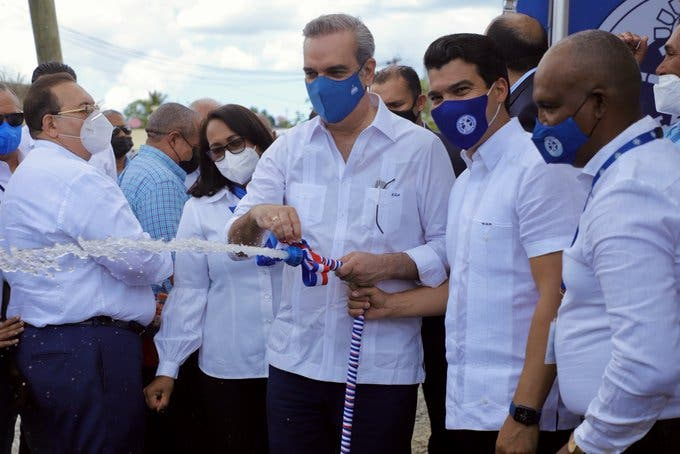 Abinader inaugura en Hato Mayor sistema de agua potable