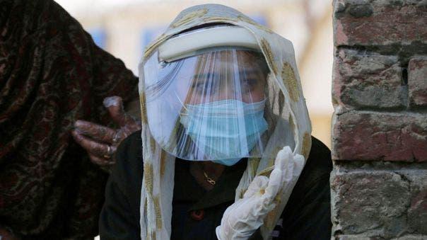 India pasa los 28 millones de casos de covid-19 mientras bajan los contagios