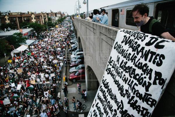 Miles de personas marchan por las calles de Nueva York a favor de Palestina