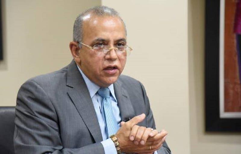 Plutarco: «En Salud Pública se mueven intereses que hacen difícil la labor de cualquier ministro»