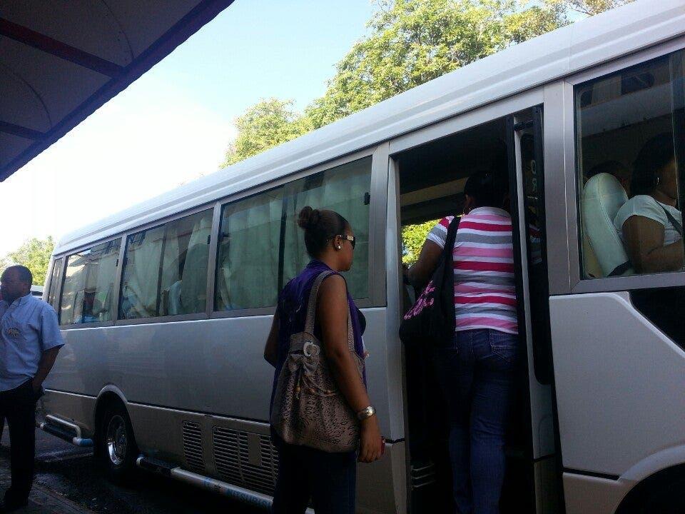 Usuarios de rutas San Cristóbal se quejan por alto costo pasaje y falta de distanciamiento