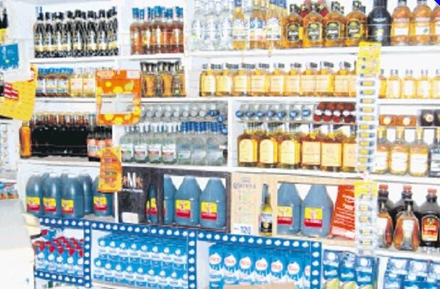Colmados reducen sus ventas por alcohol letal