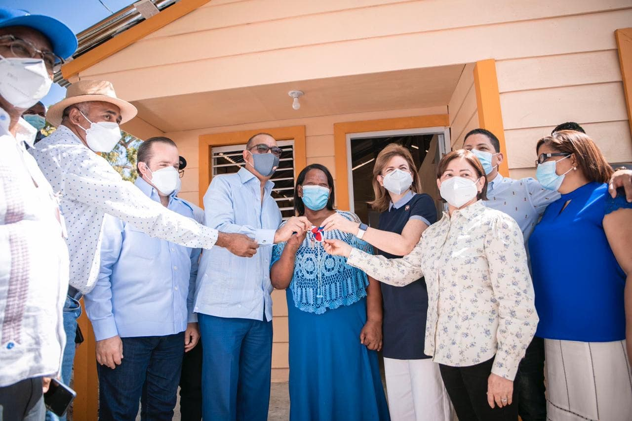 Gobierno entrega viviendas y brinda apoyo a productores de la provincia Peravia