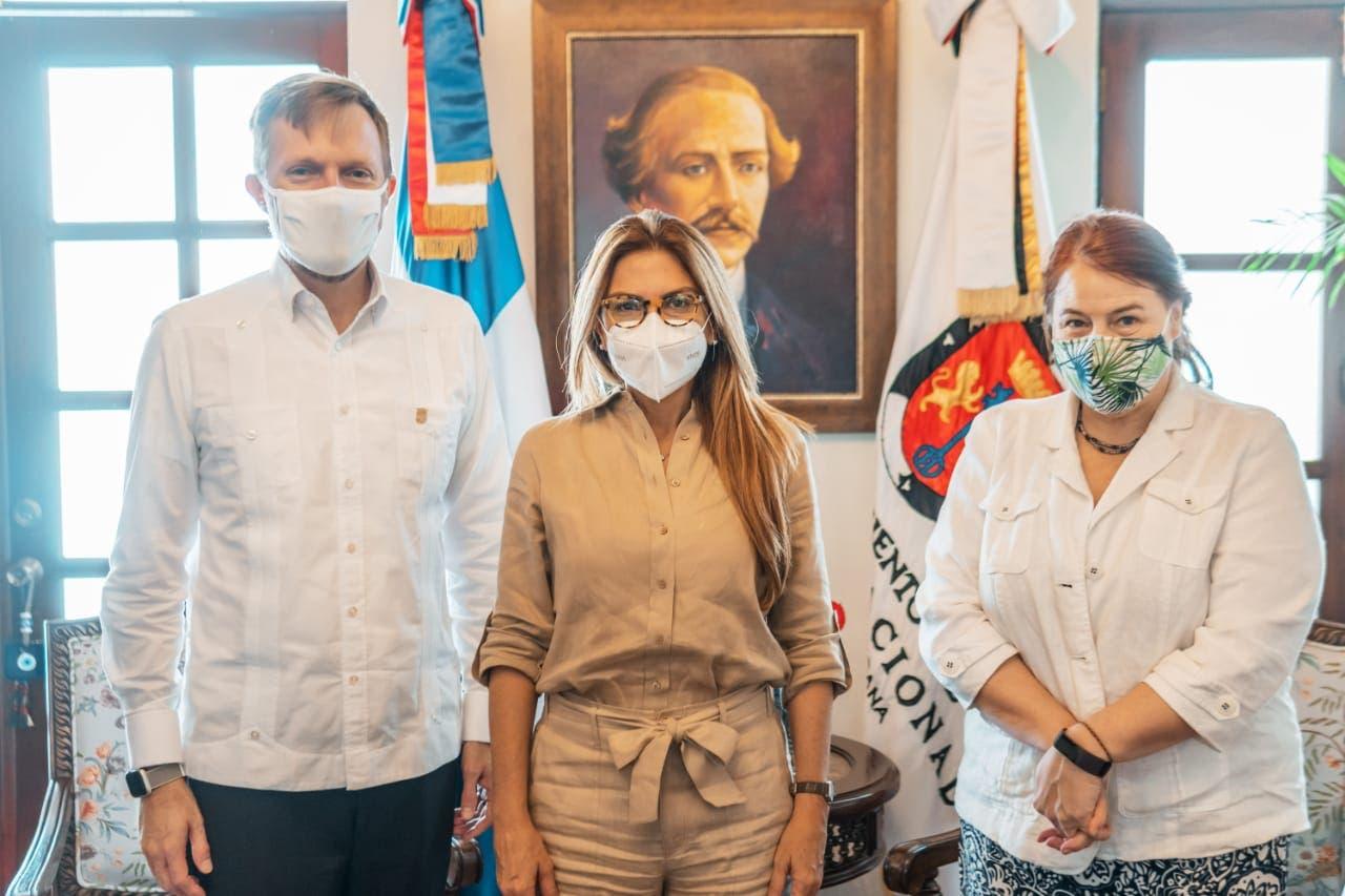 ADN y Embajada de EE.UU. se unen para abordar temas de seguridad y gobernanza local