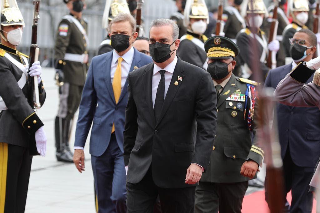Presidente Abinader asiste a juramentación de Guillermo Lasso