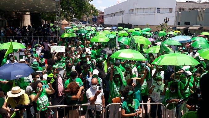 Miles de dominicanos marchan por la despenalización del aborto en tres casos