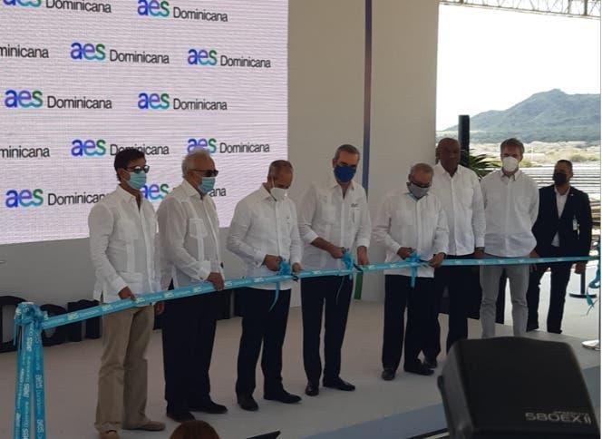 Abinader inaugura primera planta de generación 100% renovable en RD