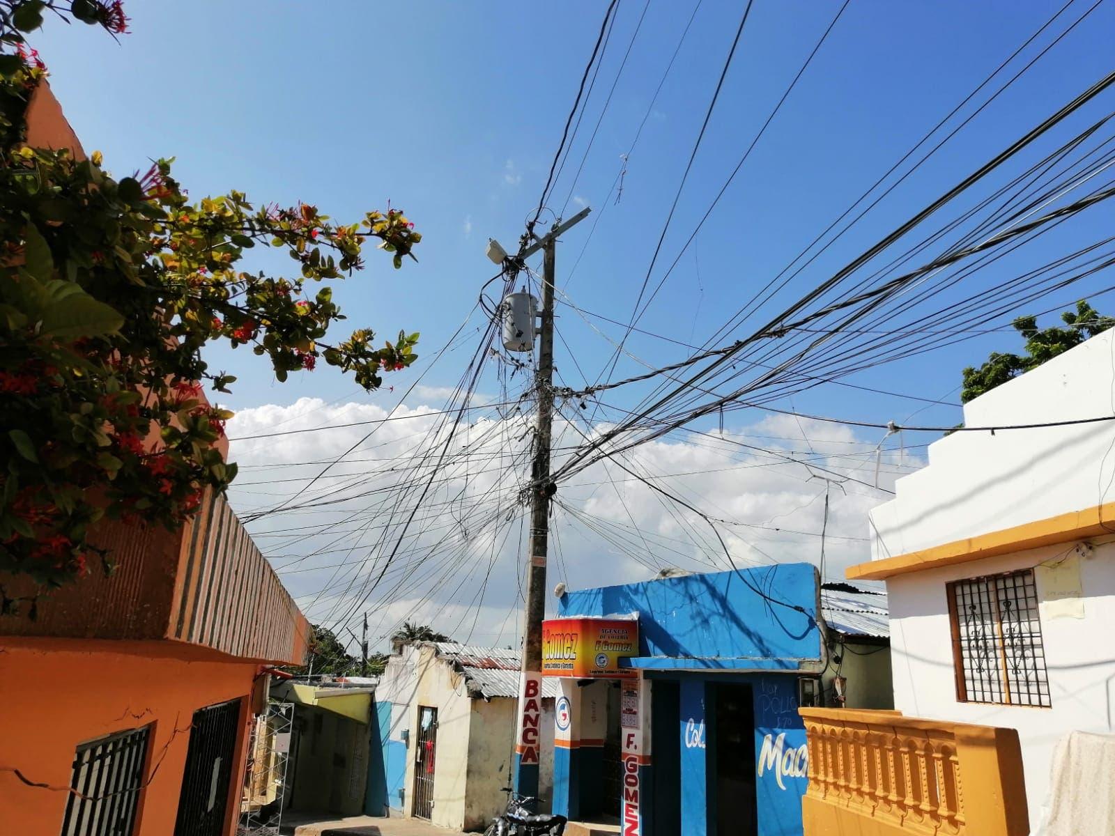 Residentes en calle de Katanga denuncian tienen una semana sin electricidad por avería