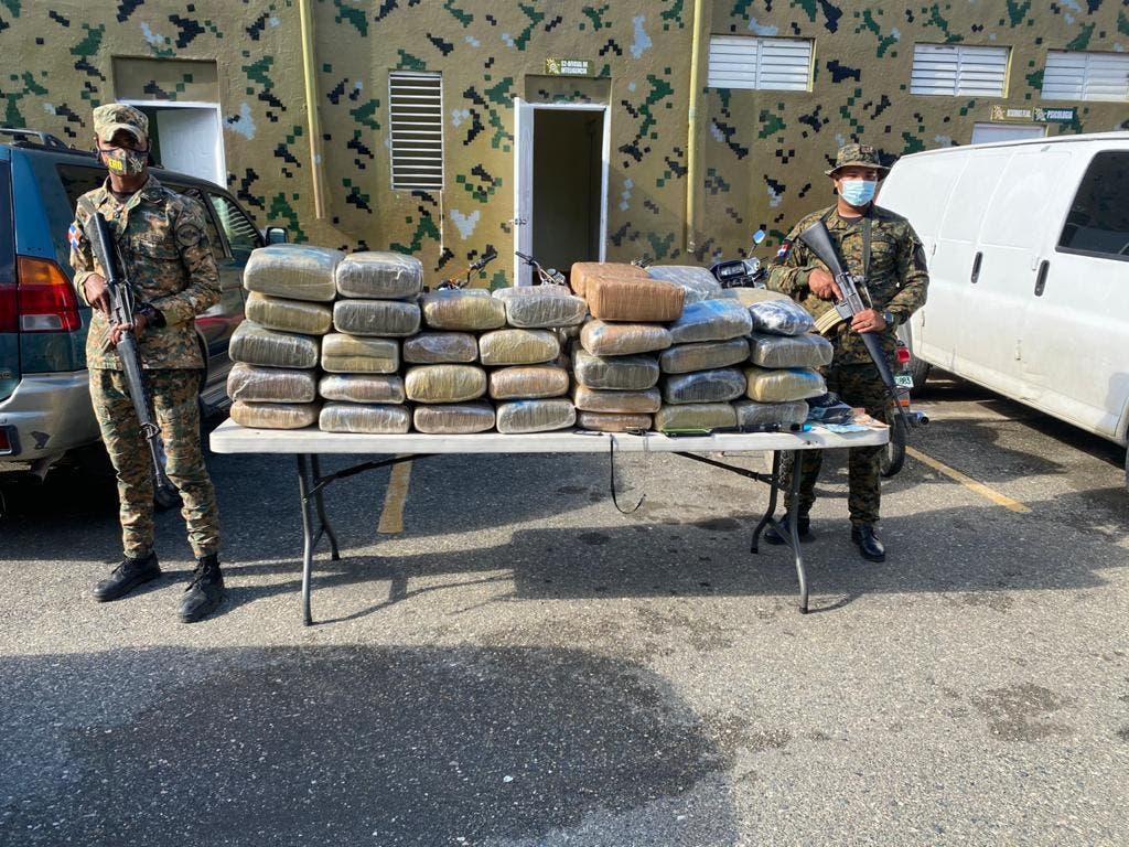 Apresan mayor PN adscrito a la DNCD con 63 pacas de droga