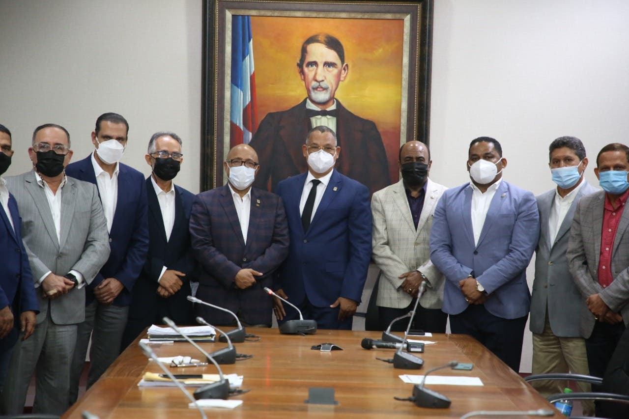 Finjus y varios juristas elogian trabajo de los diputados en Código Penal